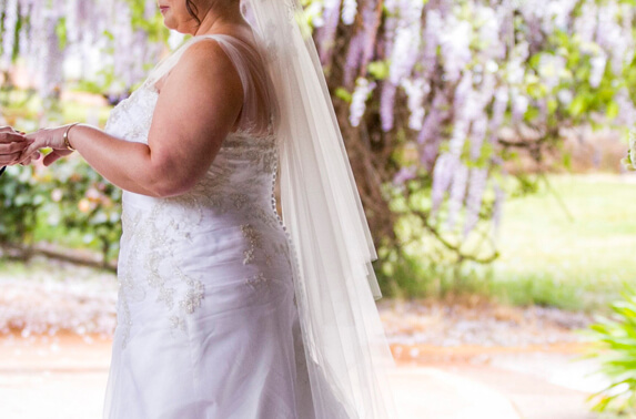http://www.photorestorationretouching.com/wp-content/uploads/2017/06/wedding_body_retouching.jpg