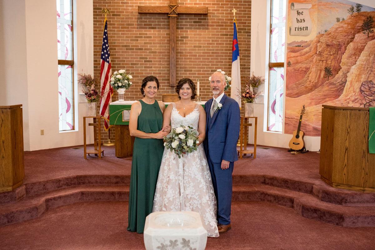 https://www.photorestorationretouching.com/wp-content/uploads/2020/09/wedding-photo-remove-people-retouch.jpg